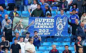 1411451288104_wps_6_Chelsea_fans_with_a_banne