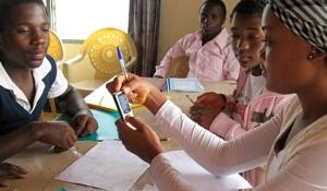 girls-mobile-learning